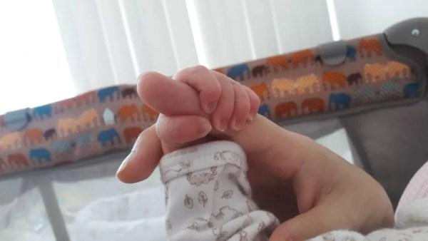 Bebê teve uma clavícula envergada durante o parto, mas está 100% bem agora — Foto: Arquivo pessoal/Lana Maria Wigand