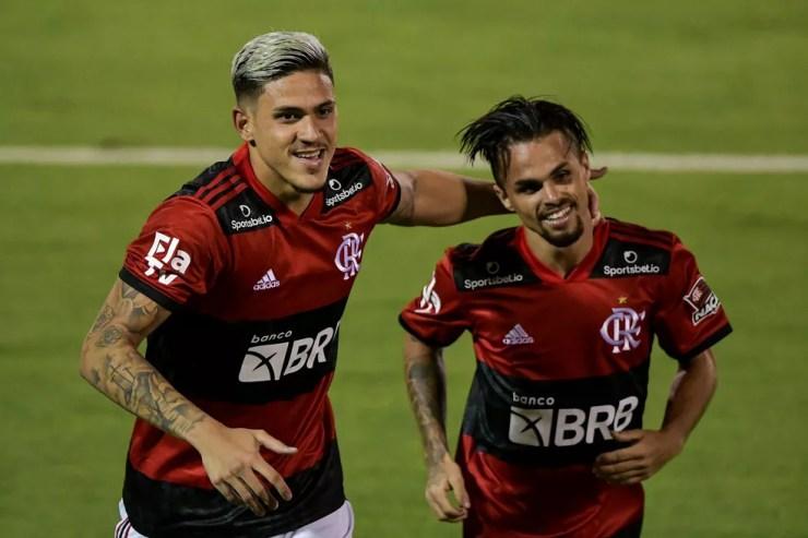 Dupla reserva dedide para o Flamengo — Foto: Thiago Ribeiro / Agif