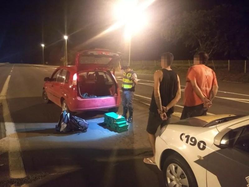 Dupla foi presa na Rodovia Marechal Rondon em Castilho — Foto: Divulgação/Polícia Rodoviária