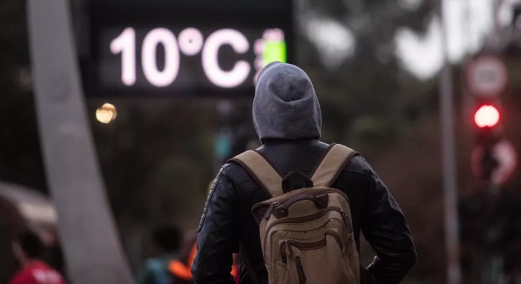 Frio intenso na região da Avenida Paulista, na zona central de São Paulo, na manhã de 30 de junho de 2021 — Foto: WERTHER SANTANA/ESTADÃO CONTEÚDO