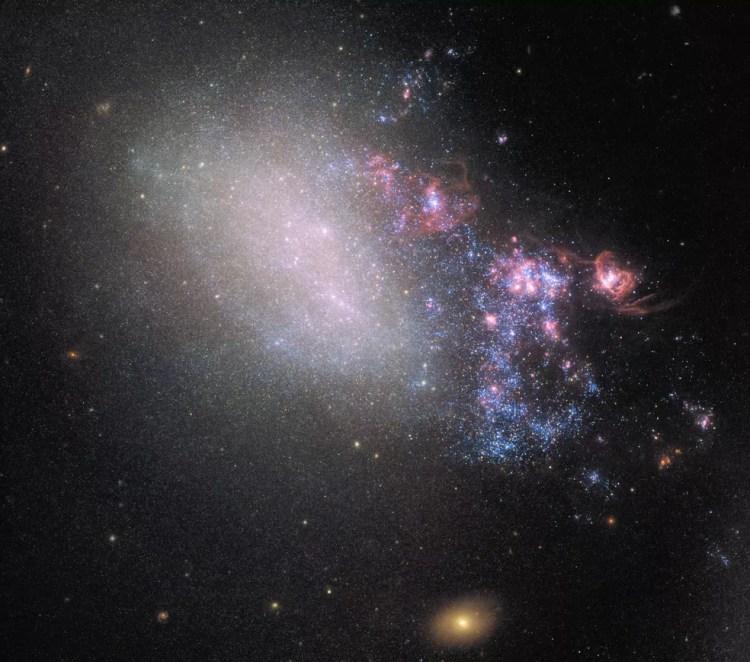 O Telescópio Espacial Hubble da NASA / ESA registrou o encontro entre duas galáxias. — Foto: NASA/ESA/HUBBLE