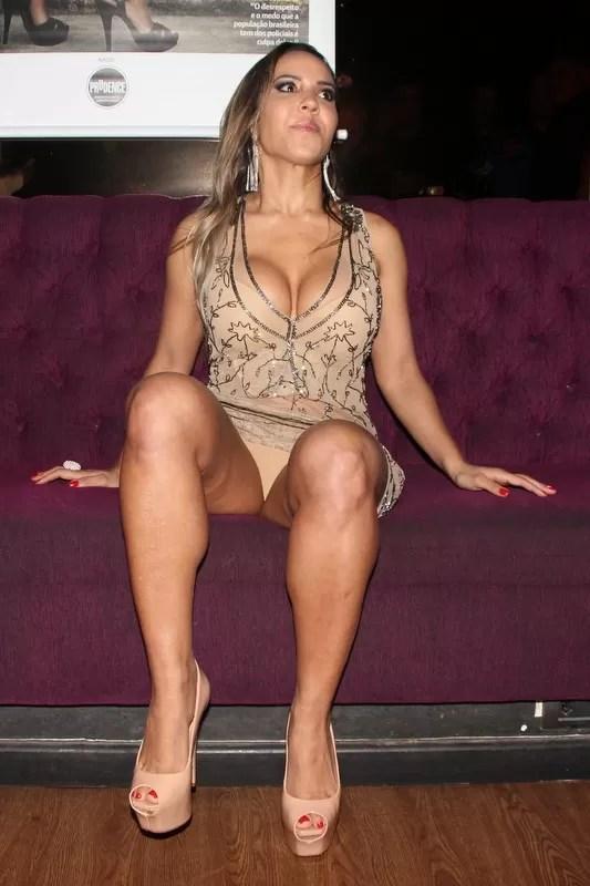 Mulher Melão durante lançamento de revista (Foto: Renan Katayama/AgNews)