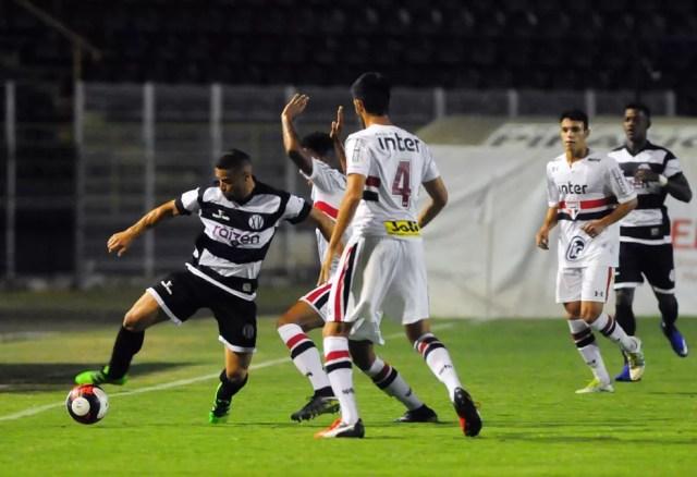 São Paulo impõe derrota ao XV no Barão (Foto: Del Rodrigues / Gazeta de Piracicaba)
