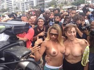 Rio: Manifestação em Ipanema atrai poucas mulheres (Foto: Renata Soares/G1)