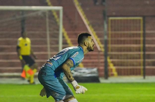 Lucas Frigeri fez boa partida na vitória do CSA sobre o Brasil-RS, por 1 a 0. — Foto: Augusto Oliveira/Ascom CSA