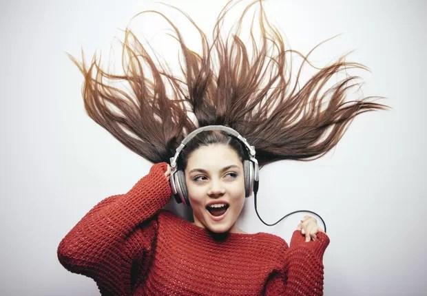 Ouvir música deixa as pessoas mais felizes ; felicidade ; ser feliz ; carreira ;  (Foto: iStock)