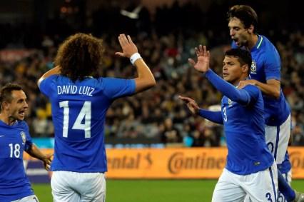 Thiago Silva, David Luiz e Rodrigo Caio em amistoso contra a Austrália (Foto: Reuters)