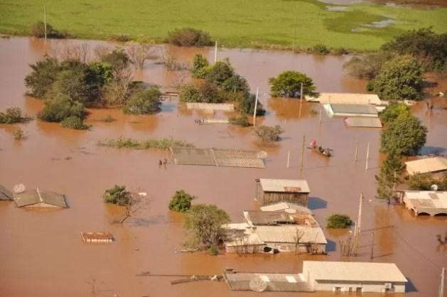 Após afetar o Noroeste, Rio Uruguai deixa rastro de prejuízos na Fronteira Oeste (Foto: Luan Zubaran/Prefeitura São Borja)