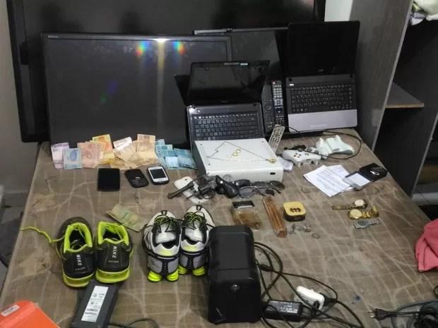 Objetos recuperados pela polícia (Foto: PM/Divulgação)