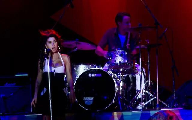 Amy Winehouse durante show em São Paulo — Foto: Mateus Mondini/G1