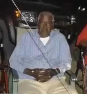 Homem declarado morto nos EUA dá chute e escapa de saco na funerária (Foto: Reprodução/YouTube/headlinenewsdesk)
