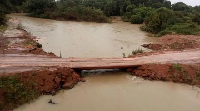 Desvio foi feito às margens do Rio Borecaia, na MT-326 (Foto: Interativa FM)