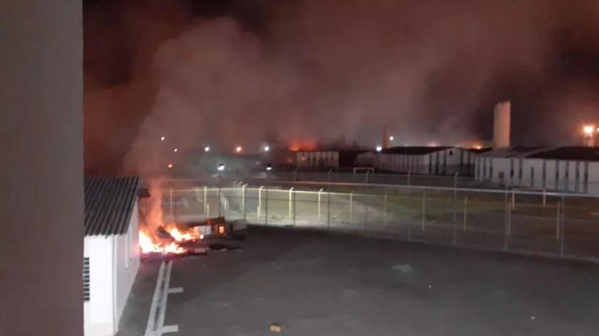 Detentos fazem rebelião no Pemano em Tremembé; bombeiros foram acionados para apagar incêndio em colchões — Foto: Arquivo pessoal