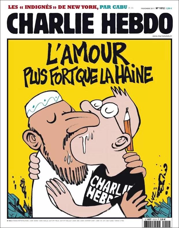 """""""O amor é mais forte que o ódio"""", diz capa da Charlie Hebdo publicada após primeiro atentado contra redação em 2011 (Foto: Reprodução/Facebook Charlie Hebdo)"""