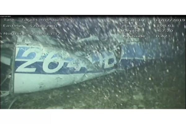 Imagem da aeronave que transportava Sala e o piloto encontrada no fundo do mar — Foto: Divulgação / AAIB
