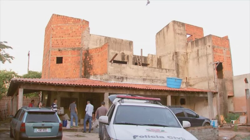 Suspeito foi flagrado em uma construção em Rio Preto  — Foto: Reprodução/TV TEM