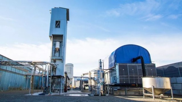 A usina piloto da Carbon Engineering em British Columbia, no Canadá, será o modelo para usinas de DAC muito maiores — Foto: Carbon Engineering via BBC