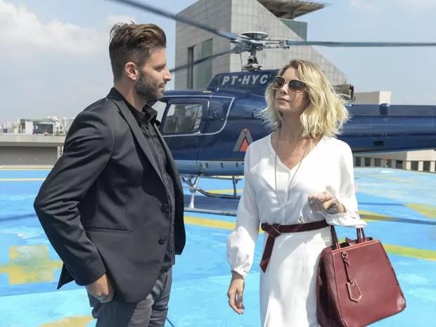 Soraya vai ao encontro de Gabo (Foto: Globo/Zé Paulo Cardeal)