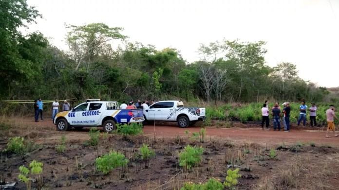 Corpo do prefeito foi encontrado dentro da caminhonete — Foto: Leal Júnior/Divulgação
