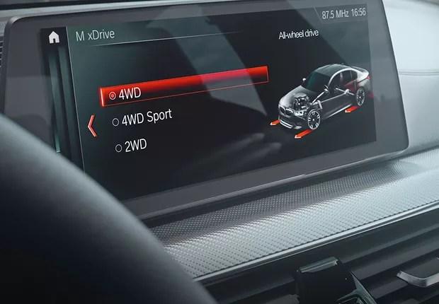 Com o novo sistema de tração M xDrive, é o motorista quem seleciona o modo de direção para uma melhor performance (Foto: Divulgação)