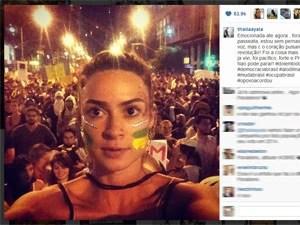 A atriz Thaila Ayala participa da manifestação no Rio (Foto: Reprodução/Instagram)
