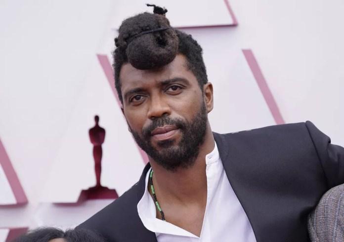 """Shaka King, diretor de """"Judas e o Messias Negro"""", no Oscar 2021 — Foto: AP Photo/Chris Pizzello"""