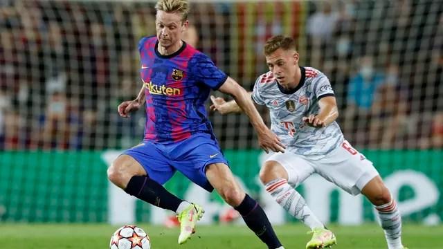 Frenkie de Jong e Kimmich, em lance de Barcelona 0 x 3 Bayern de Munique