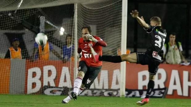 Rogério Ceni em ação na partida contra o Vasco (Foto: Rubens Chiri / Site oficial SPFC)