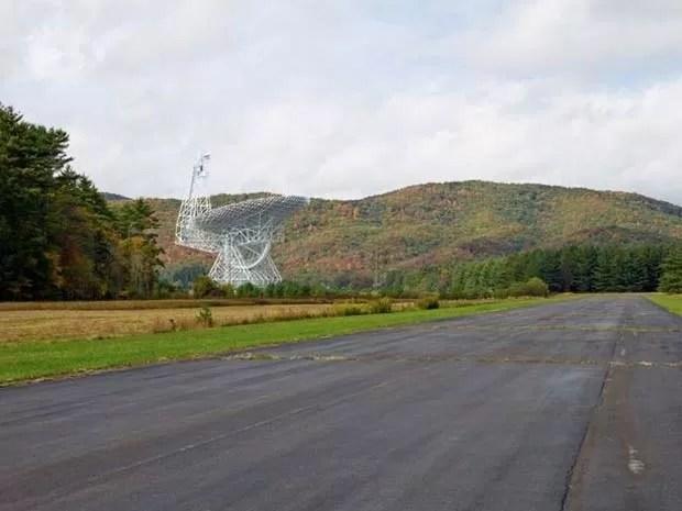 Telescópio precisa de silêncio para funcionar sem interferências (Foto: Emile Holba/ BBC)