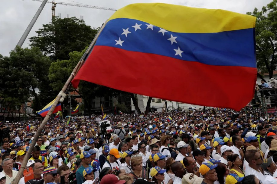 Oposição se reuniu na Venezuela no sábado (11), mas em número menor do que nos protestos do último dia 30 de abril. — Foto: Ueslei Marcelino/Reuters