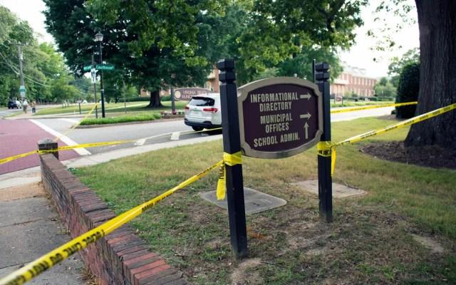 A polícia isolou área da prefeitura de Virginia Beach — Foto: L. Todd Spencer / The Virginian-Pilot / via AP Photo
