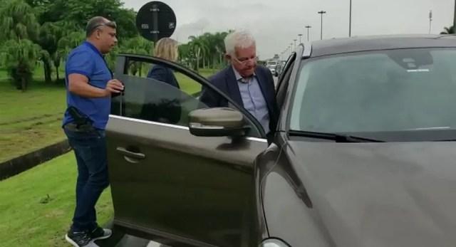 O ex-ministro Moreira Franco ao ser preso — Foto: Reprodução/TV Globo