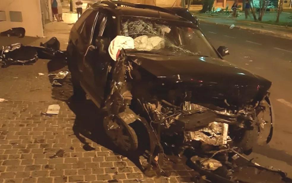 Carro fica destruído após acidente em Itumbiara — Foto: Arquivo pessoal