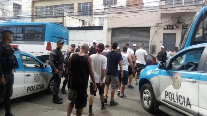 Membros de organizadas são detido em sede da FJV (Foto: Divulgação/Polícia Militar)