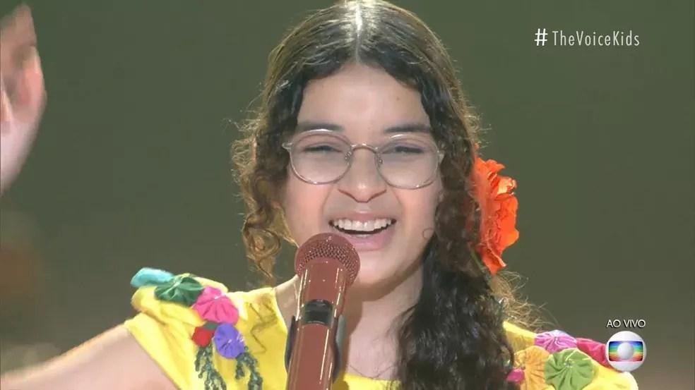 Helloysa do Pandeiro se apresentou com 'Baião' no palco do 'The Voice Kids'. — Foto: Reprodução/Instagram