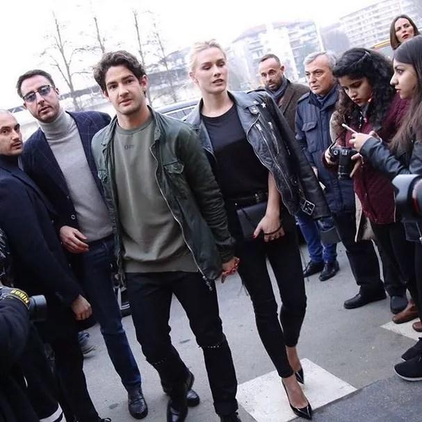 Pato e Fiorella no desfile da Versace, nesta sexta-feira, 24 (Foto: Reprodução Instagram)