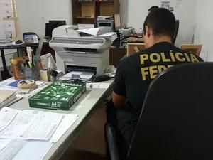 Polícia Federal em cumprimento a mandado de busca e apreensão, em Campo Grande (Foto: PF/ Divulgação)