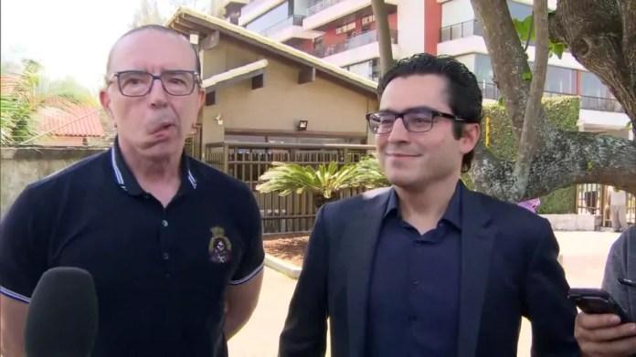 O cirurgião Antônio Luiz Macedo e o cardiologista Leandro Echenique, do Hospital Albert Einstein, na visita da semana passada — Foto: Reprodução/TV Globo