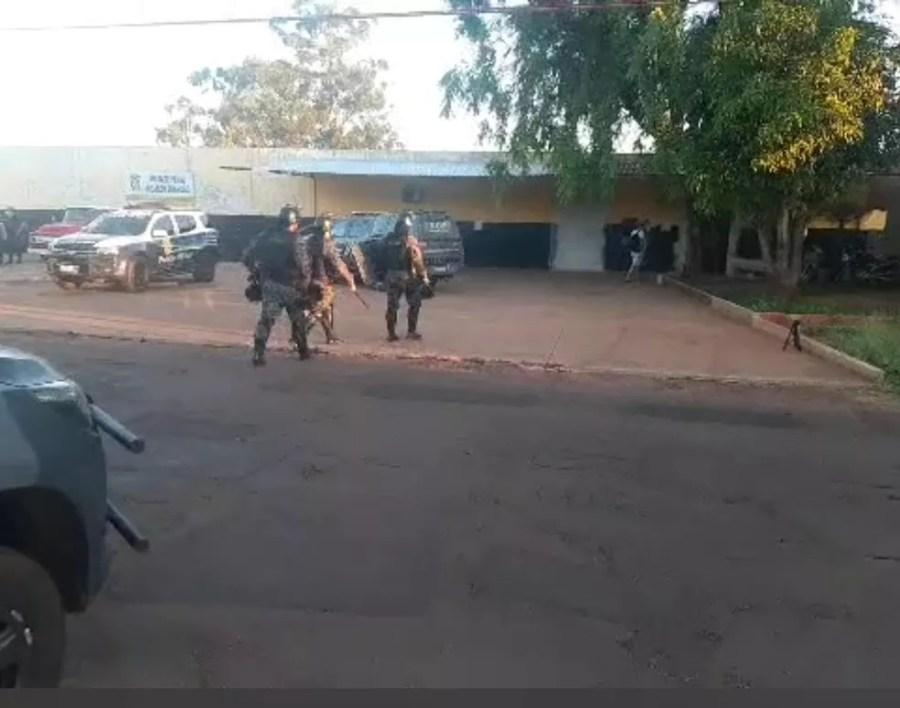 Polícia Militar reforça segurança no presídio de Ponta Porã — Foto: Porã News/Divulgação