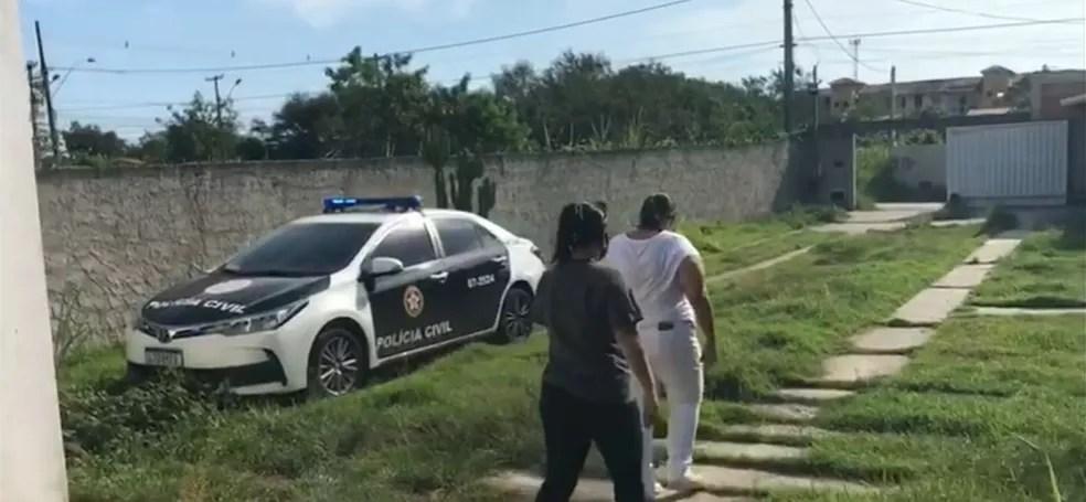 Mulher é presa suspeita de aplicar golpes de falsos testes Covid-19 em Maricá — Foto: Divulgação/Polícia Civil