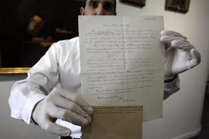 Carta foi vendida por mais de R$ 300 mil por universidade de Jerusalém (Foto: Menahem Kahana/AFP)