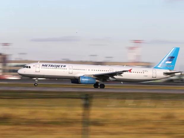 Foto feita no dia 20 de outubro mostra um Airbus A321 da companhia Kogalymavia, no aeroporto de Moscou (Foto: AP)
