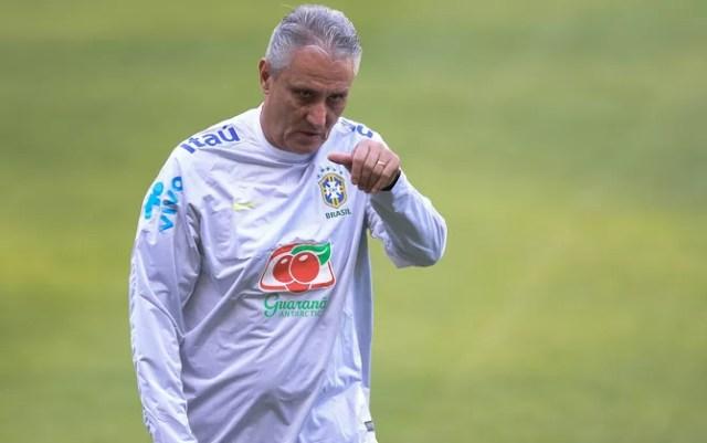 Tite no treino da seleção brasileira em Lima (Foto: Pedro Martins/MoWa Press)