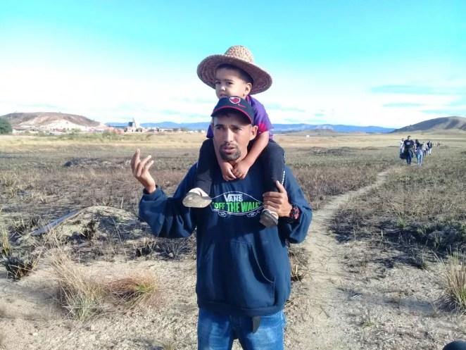 Gregorio Rodriguez, 33, com o filho de 2 anos — Foto: Alan Chaves/G1 RR