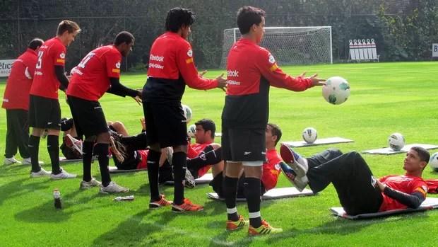 Titulares do São Paulo fazem trabalho físico no CT da Barra Funda (Foto: Marcelo Prado / Globoesporte.com)