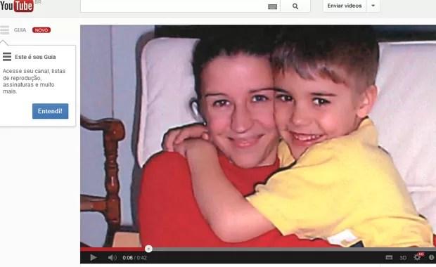 Justin Bieber e sua mãe, Pattie, em vídeo divulgado por ela no YouTube na quinta-feira (17) (Foto: Reprodução / YouTube)