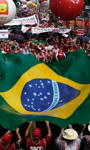 Ato em SP reuniu 12 mil segundo a PM e 100 mil segundo a CUT (Nacho Doce/Reuters)
