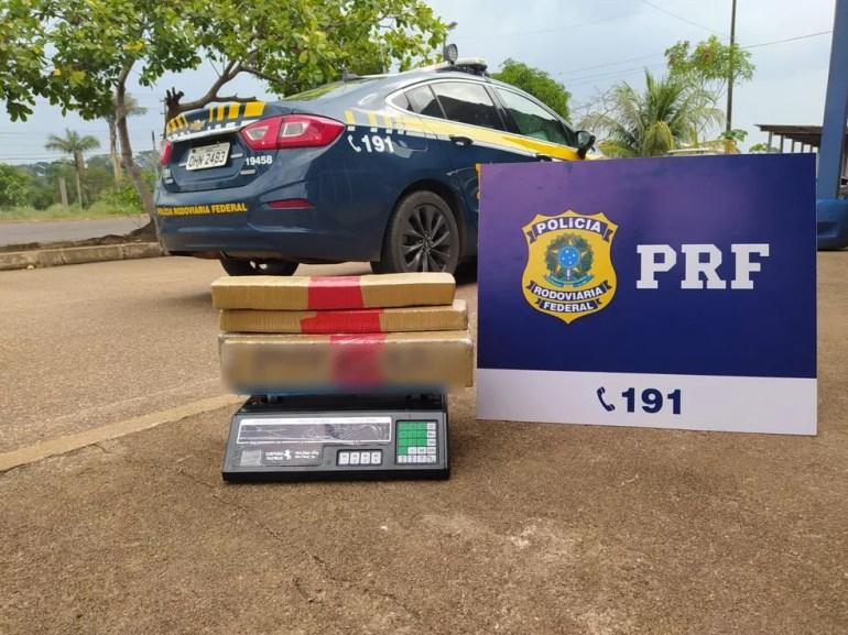 Droga apreendida dentro de carro após perseguição em condomínio de Porto Velho  — Foto: PRF/Reprodução