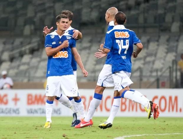 Egidio comemora, Cruzeiro x Villa Nova (Foto: Vinnicius Silva/Agência Estado)