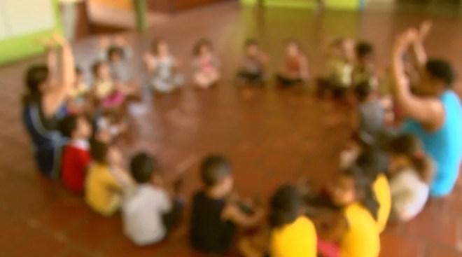 Crianças brincando na creche Casa de Emmanuel Benção de Paz em Ribeirão Preto  — Foto: Paulo Souza/EPTV